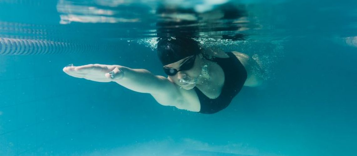 close-up-olympic-swimmer-underwater